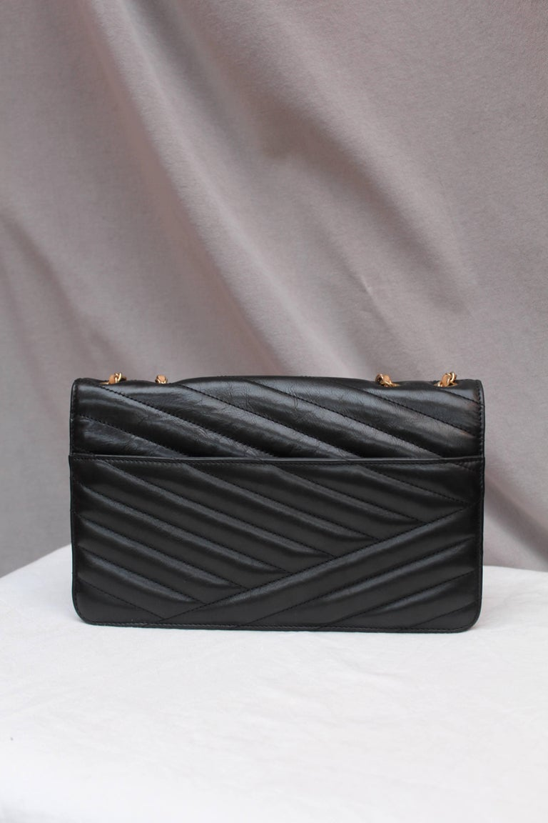 Chanel quilted black leather bag In Good Condition For Sale In Paris, FR