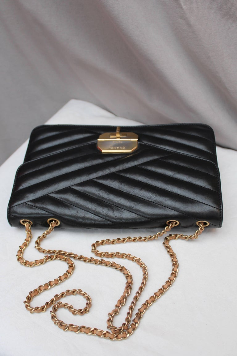 Chanel quilted black leather bag For Sale 2