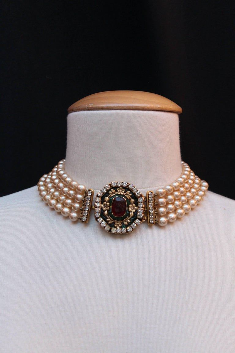 1980s Chanel exceptional faux-pearl choker with Gripoix clasp closure 2