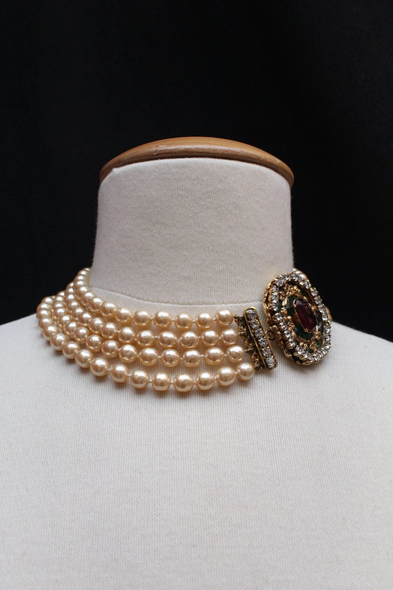 1980s Chanel exceptional faux-pearl choker with Gripoix clasp closure 3