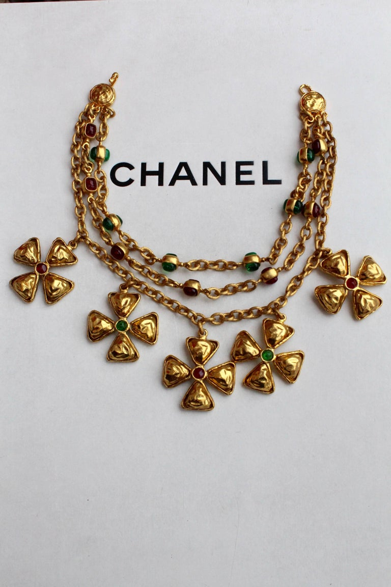 Chanel gilded metal choker with Maltese cross pendants, 1980s In Excellent Condition For Sale In Paris, FR