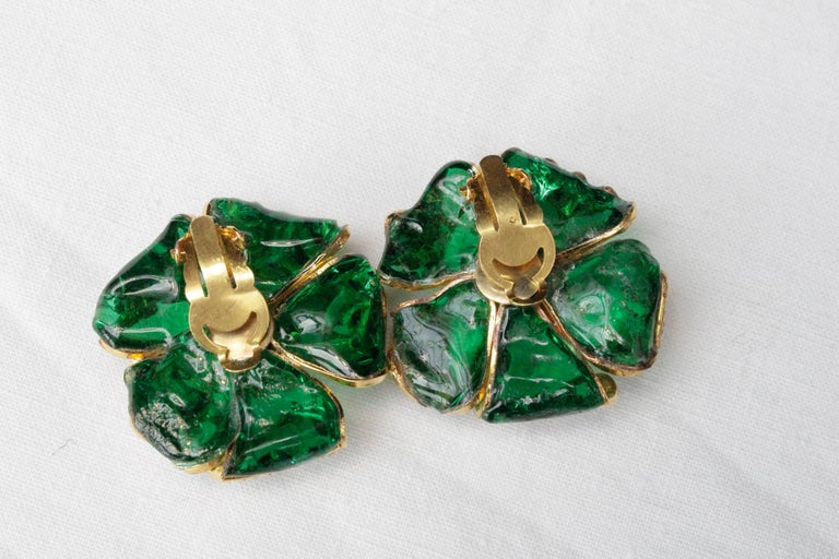 1980s Chanel exceptional glass paste demi-parure from Gripoix workshop For Sale 2