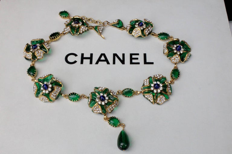 Women's or Men's 1980s Chanel exceptional glass paste demi-parure from Gripoix workshop For Sale