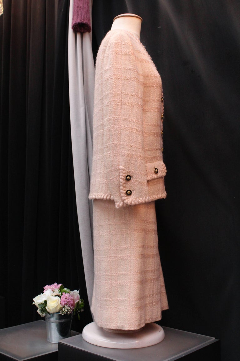 Chanel Haute Couture light pink wool skirt set, 1960s  In Good Condition For Sale In Paris, FR
