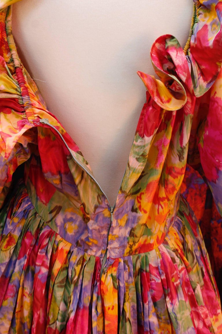 1990s Nina Ricci (attributed to) Opera dress with yellow red and green colors For Sale 3