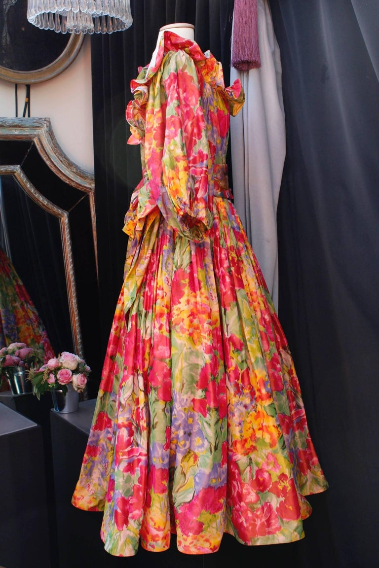 1990s Nina Ricci (attributed to) Opera dress with yellow red and green colors In Excellent Condition For Sale In Paris, FR
