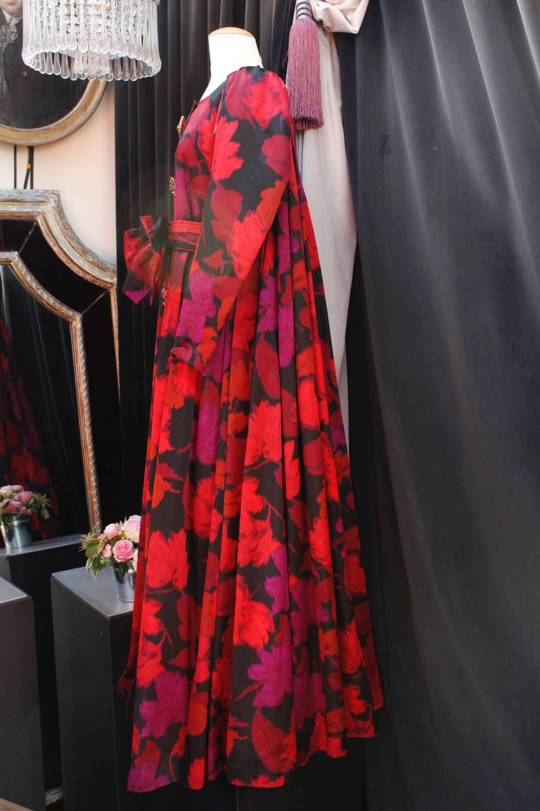 Nina Ricci taffeta opera dress with black and fuchsia floral pattern print, 1990 In Good Condition For Sale In Paris, FR