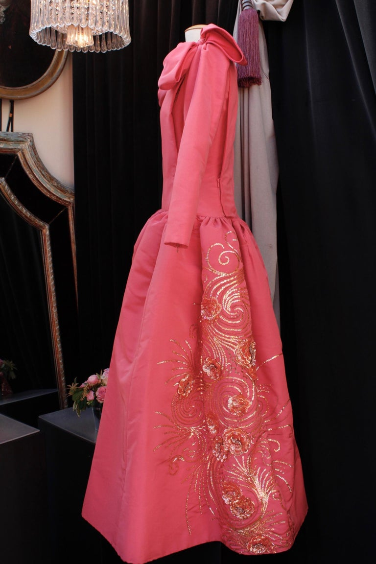 Nina Ricci pink silk opera dress with golden embroideries and bows, 1990s  In Good Condition For Sale In Paris, FR