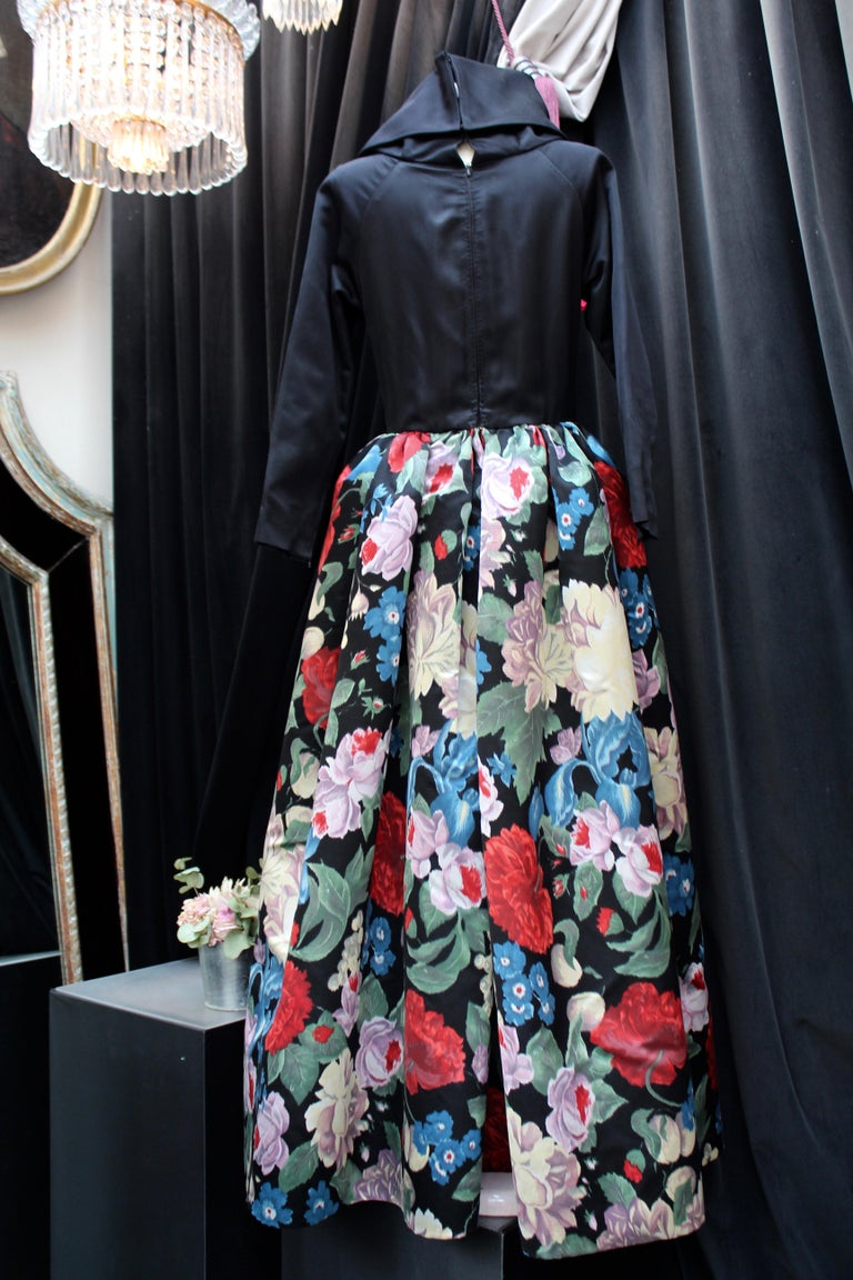 Nina Ricci silk taffeta evening gown with floral print, 1980s  In Good Condition For Sale In Paris, FR