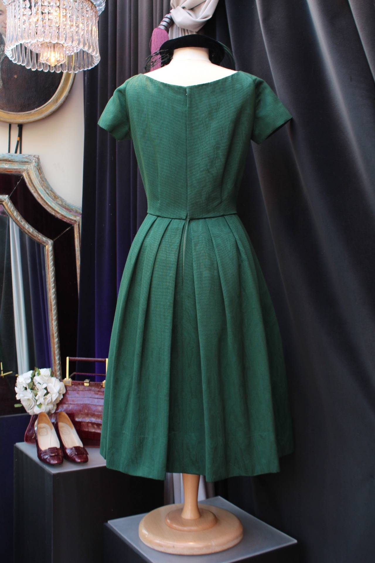 1950s Christian Dior Boutique Green Cocktail Dress In Excellent Condition For Sale In Paris, FR