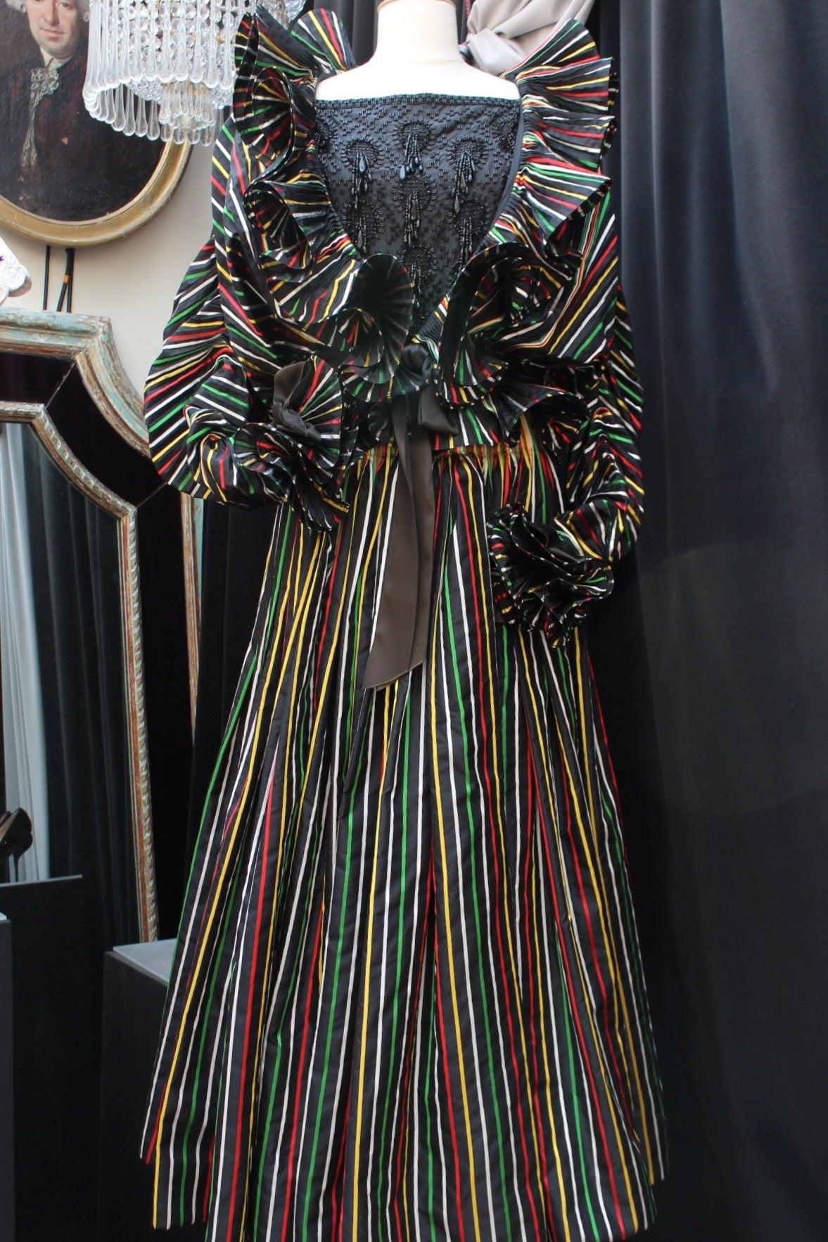 1980er Jahre Nina Ricci Haute Couture Gestreiftes Schwarzes und Buntes Abend Ensemble 2