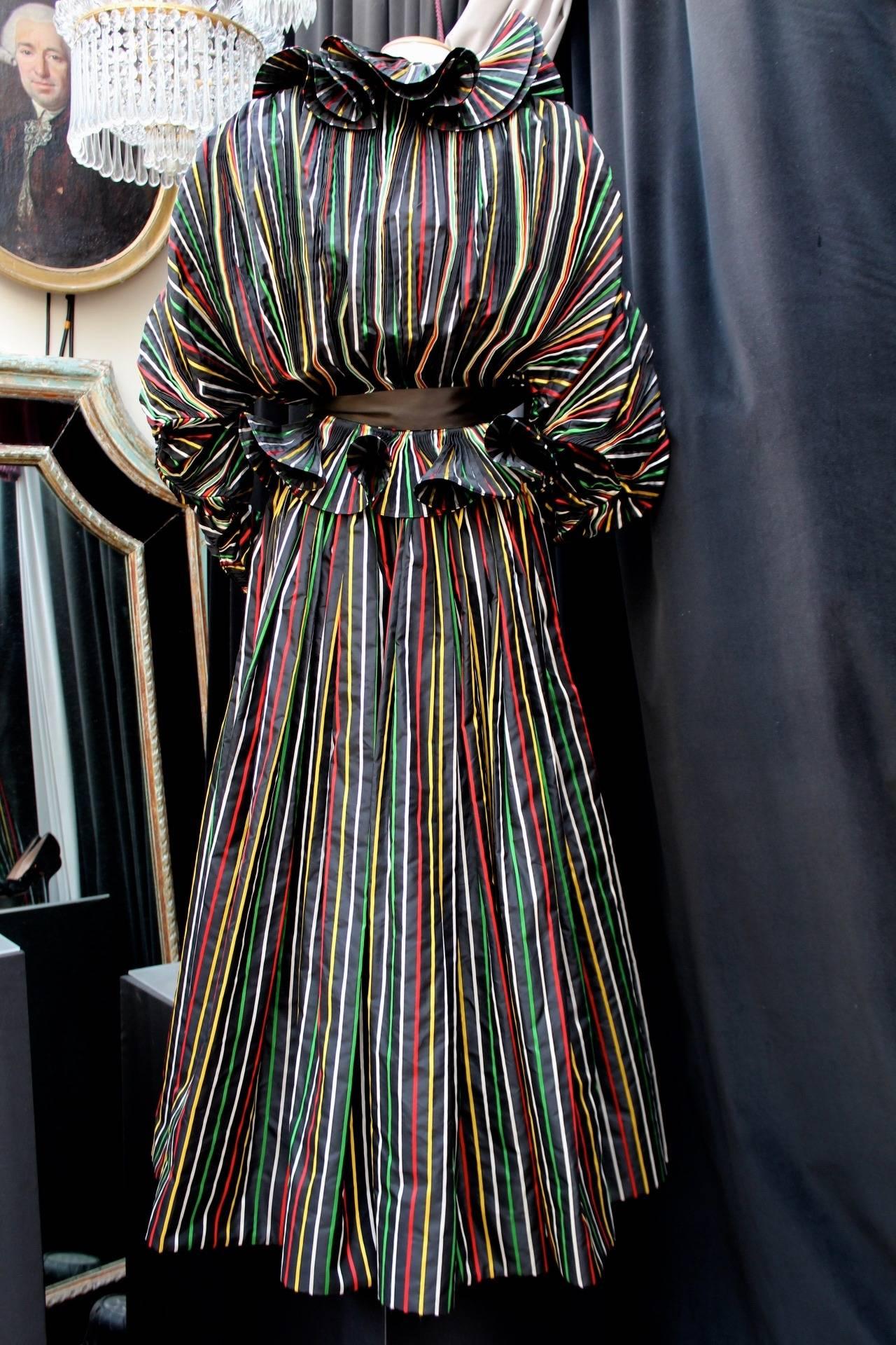 1980er Jahre Nina Ricci Haute Couture Gestreiftes Schwarzes und Buntes Abend Ensemble 3