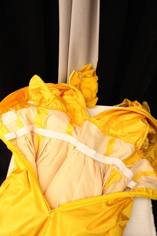 1975s Nina Ricci Haute Couture Yellow Taffetas Evening Dress For Sale 2
