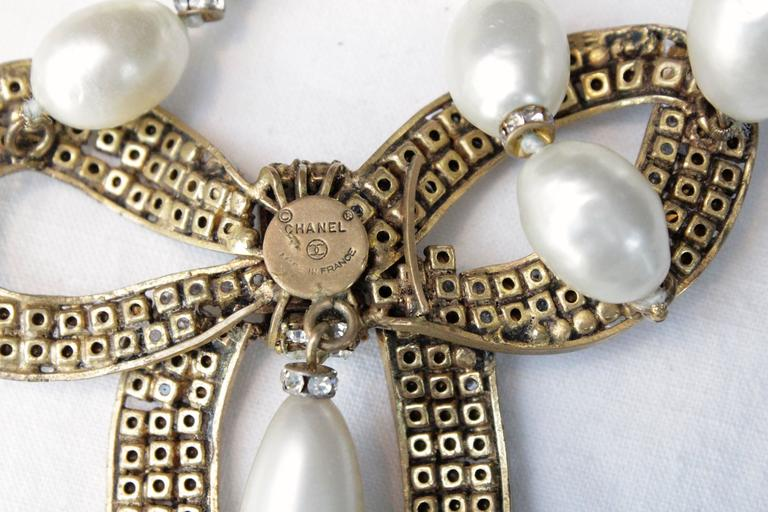 1970s Chanel Faux Pearls Necklace with Crystals Bow 5