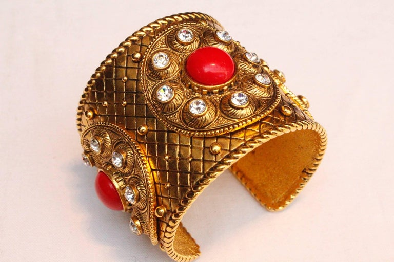 1990s Christian Dior gilded metal cuff with rhinestones and red cabochons For Sale 1