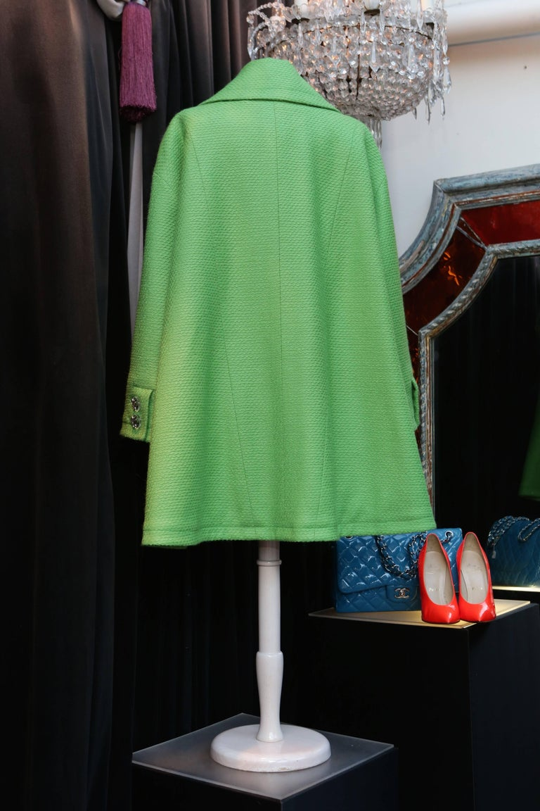 2014-2015 Chanel Oversize Coat in Apple Green Wool In Excellent Condition For Sale In Paris, FR