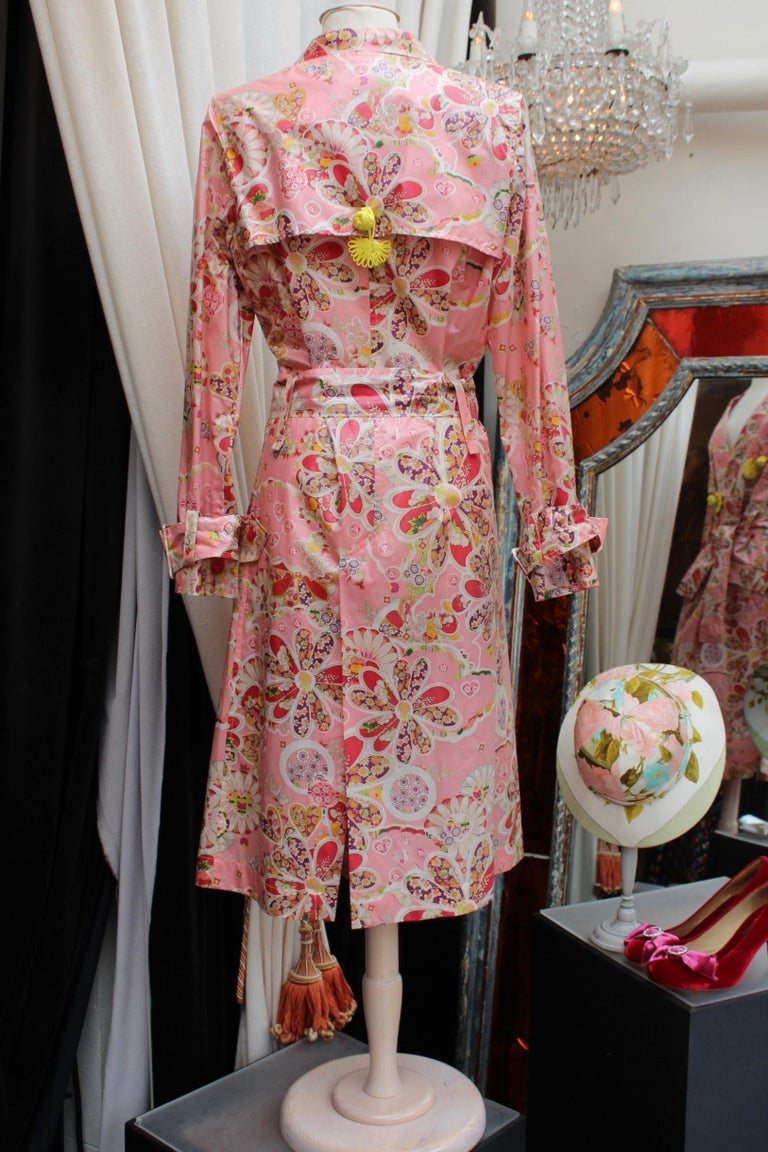 Women's John Galliano gorgeous trench coat and pants set in pink silk with floral print For Sale