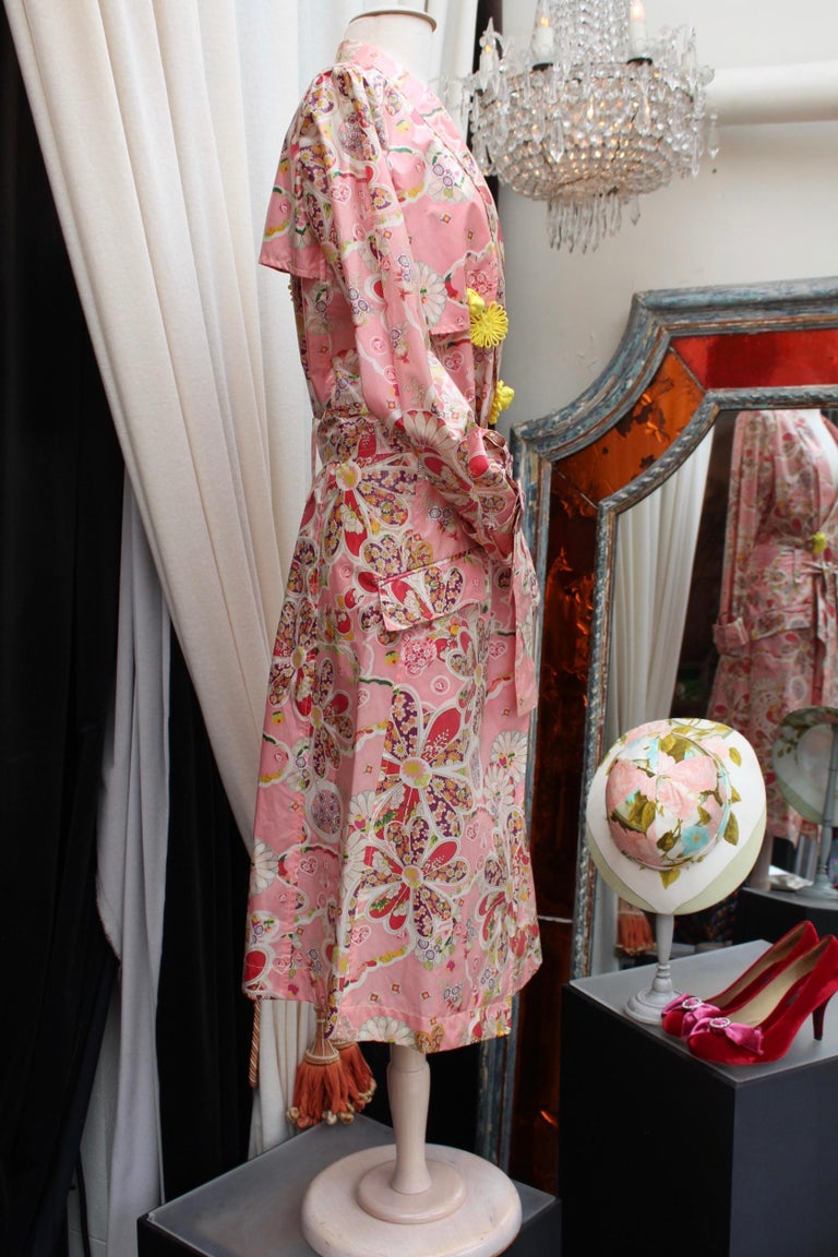 John Galliano gorgeous trench coat and pants set in pink silk with floral print In Good Condition For Sale In Paris, FR