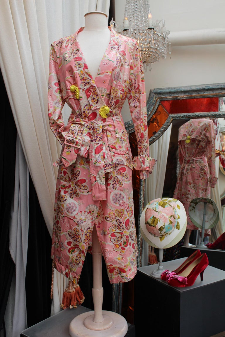 Black John Galliano gorgeous trench coat and pants set in pink silk with floral print For Sale