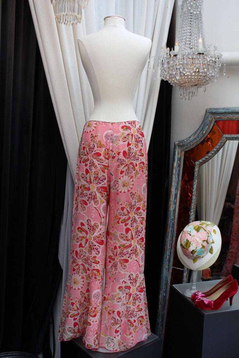 John Galliano gorgeous trench coat and pants set in pink silk with floral print For Sale 5