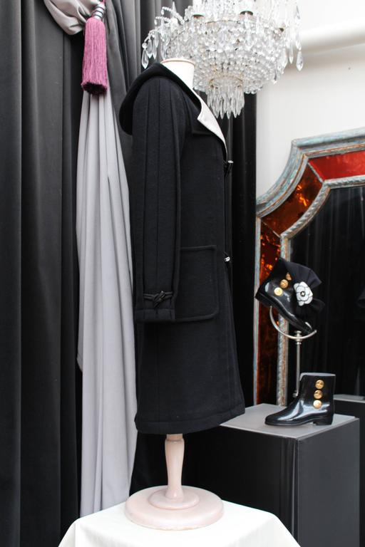 Chanel Black and White Duffle Coat, 2006 In Excellent Condition For Sale In Paris, FR