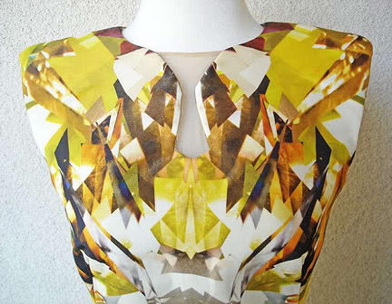 Alexander McQueen 2009 Futuristic Print Sheath Dress -new In New Condition For Sale In Los Angeles, CA