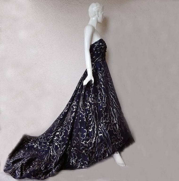 Oscar de la Renta Magnificent Dramatic Hi Fashion Ballgown 2
