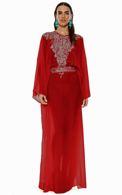 Oscar de la Renta 2 piece silk caftan   Fashioned of rich tomato red silk with matching slipdress.    Neckline adorned with heavily embellished gold embroidery. Both pieces have high side slits.  Boasts high quality silk fabric and