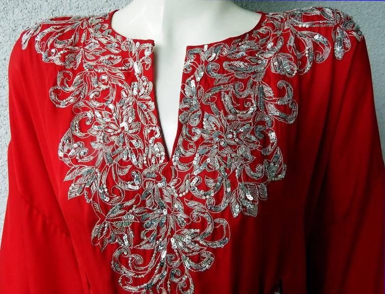 Oscar de la Renta Embroidered Silk Caftan with matching dress  New!   In New Condition For Sale In Los Angeles, CA