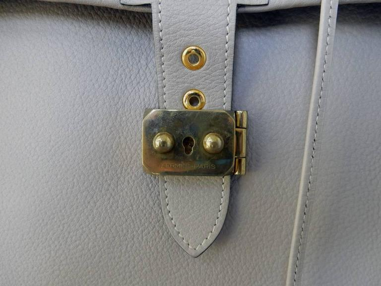 A very rare Hermes custom made-to-order shoe travel case designed for the lady that loves shoes.  I've never seen one like this custom-made piece from Hermes!   Ideal for the shoe lover that wants to protect and carry expensive shoes.  Bag has been