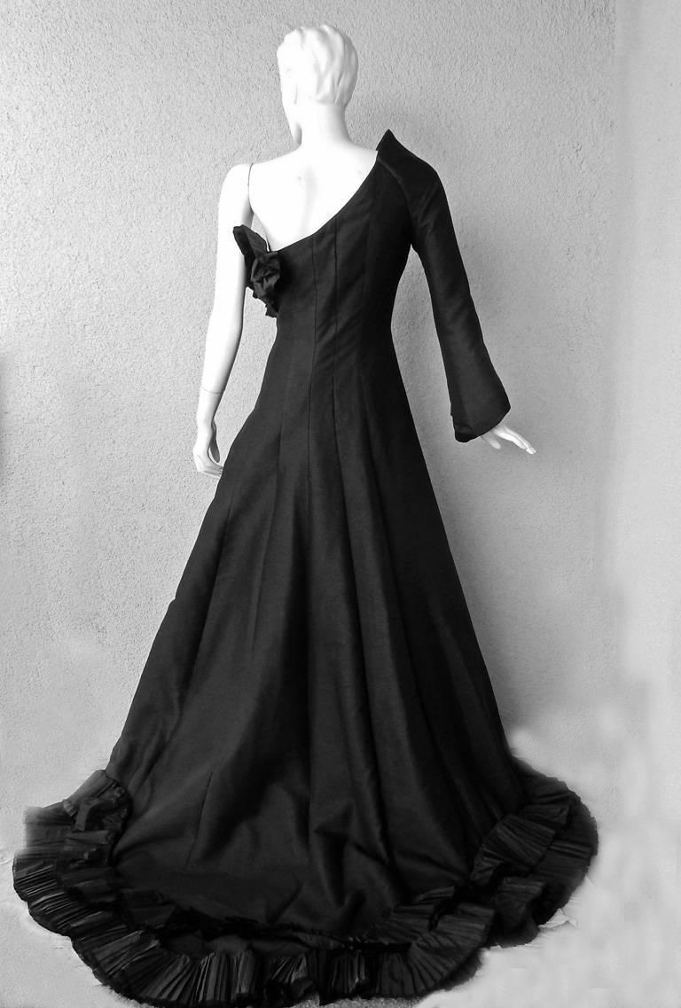 Black Gianfranco Ferre Grand Entrance Making 1 Sleeve Asymmetric Gown For Sale