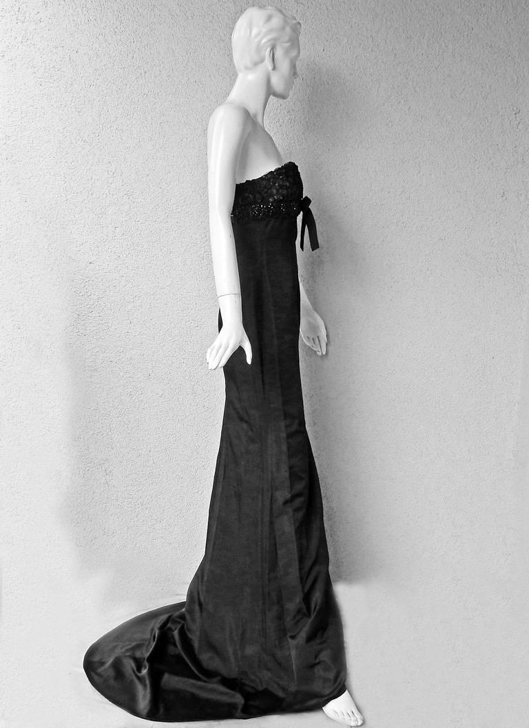Giambattista Valli Strapless Embroidered Silk Gown 4