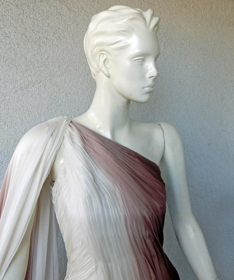 Monique LHuillier Runway One Shoulder Toga Silk Chiffon Gown Dress In Excellent Condition For Sale In Los Angeles, CA