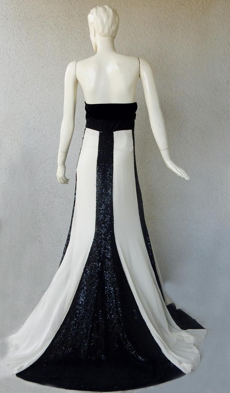 Women's Valentino Red Carpet Runway Black & White Beaded Dress Gown For Sale