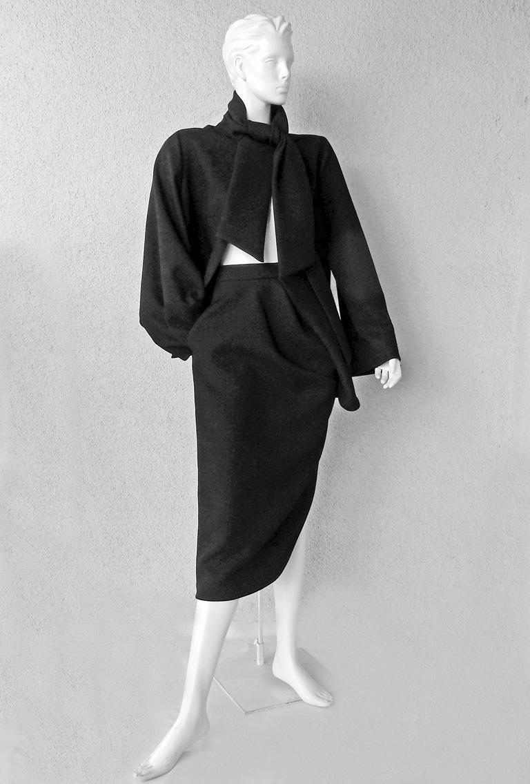 Christian Dior Stylish Couture 50's Inspired Suit 2013 Runway Collection   In Excellent Condition For Sale In Los Angeles, CA