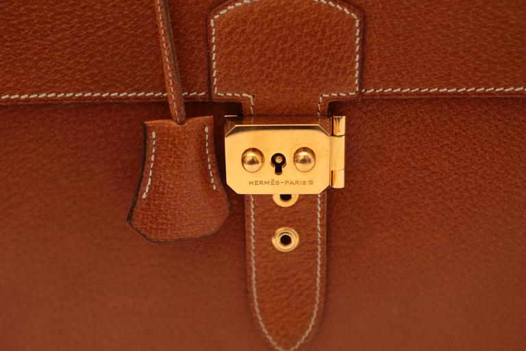 Hermes Sac A Depeches Tan In Excellent Condition For Sale In Southampton, NY