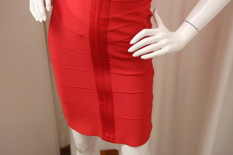 Herve Leger Red Bandage Dress W/ Front Zipper In Excellent Condition For Sale In Southampton, NY