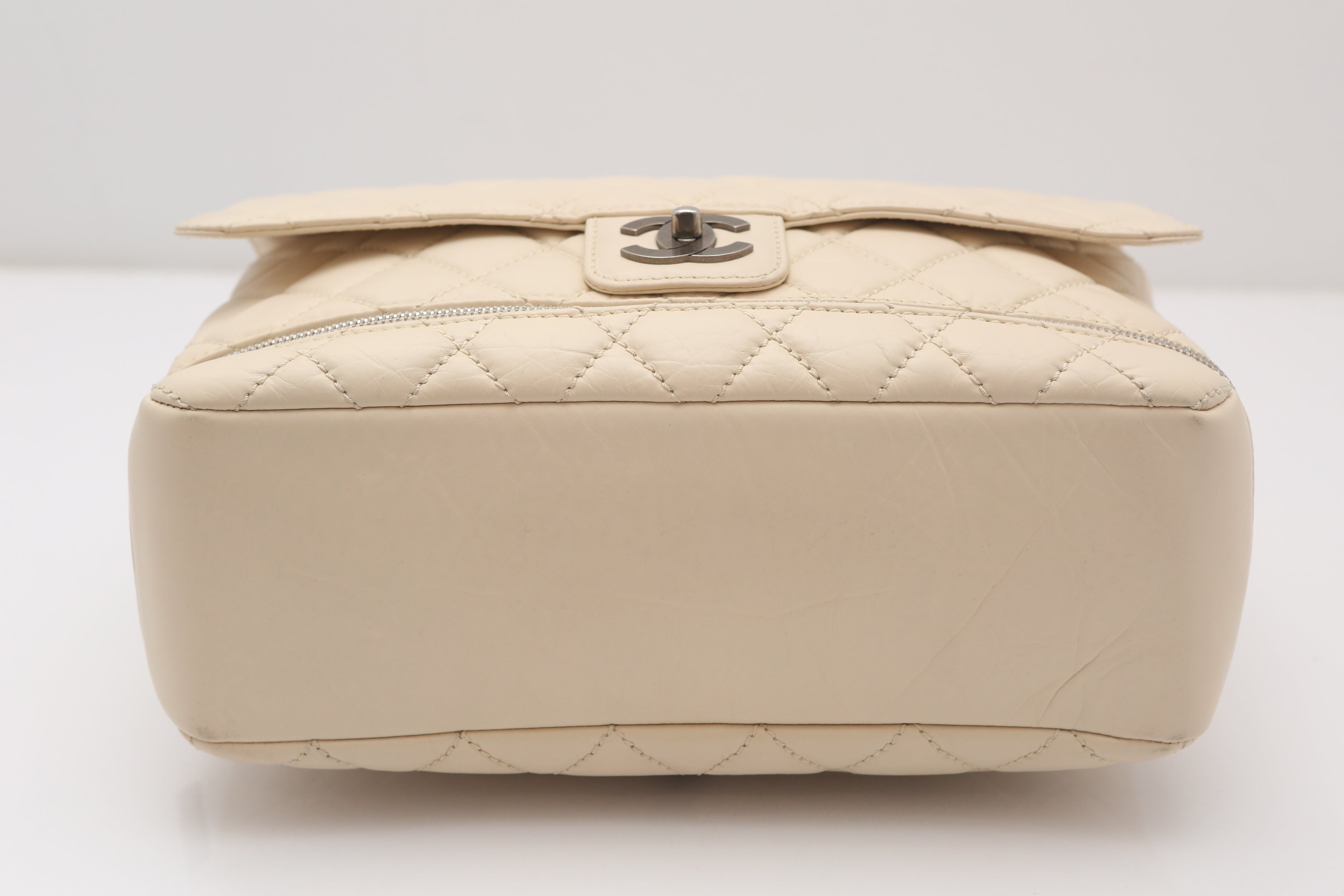 483aee261fa 2005-2006 Chanel Paris Ivory Expandable Quilted Handbag at 1stdibs