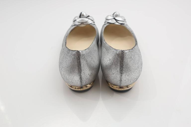 Chanel Silver Flats W/ Rosette  In Good Condition For Sale In Southampton, NY