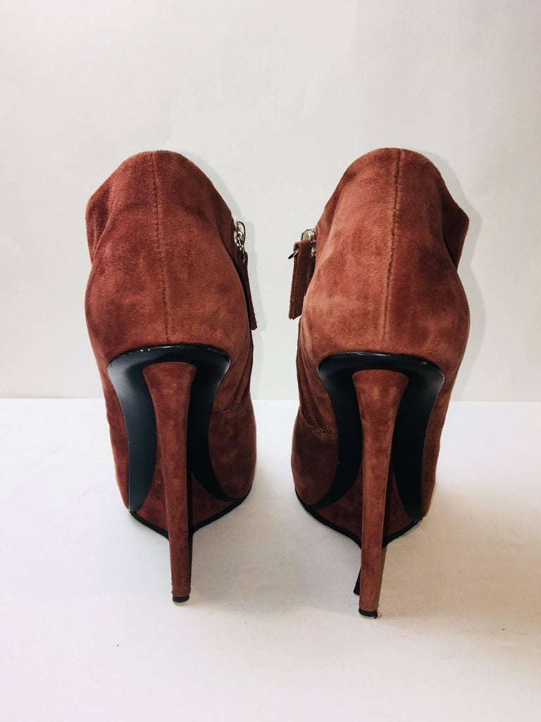 Giuseppe Zanotti Suede Booties In Excellent Condition For Sale In Southampton, NY