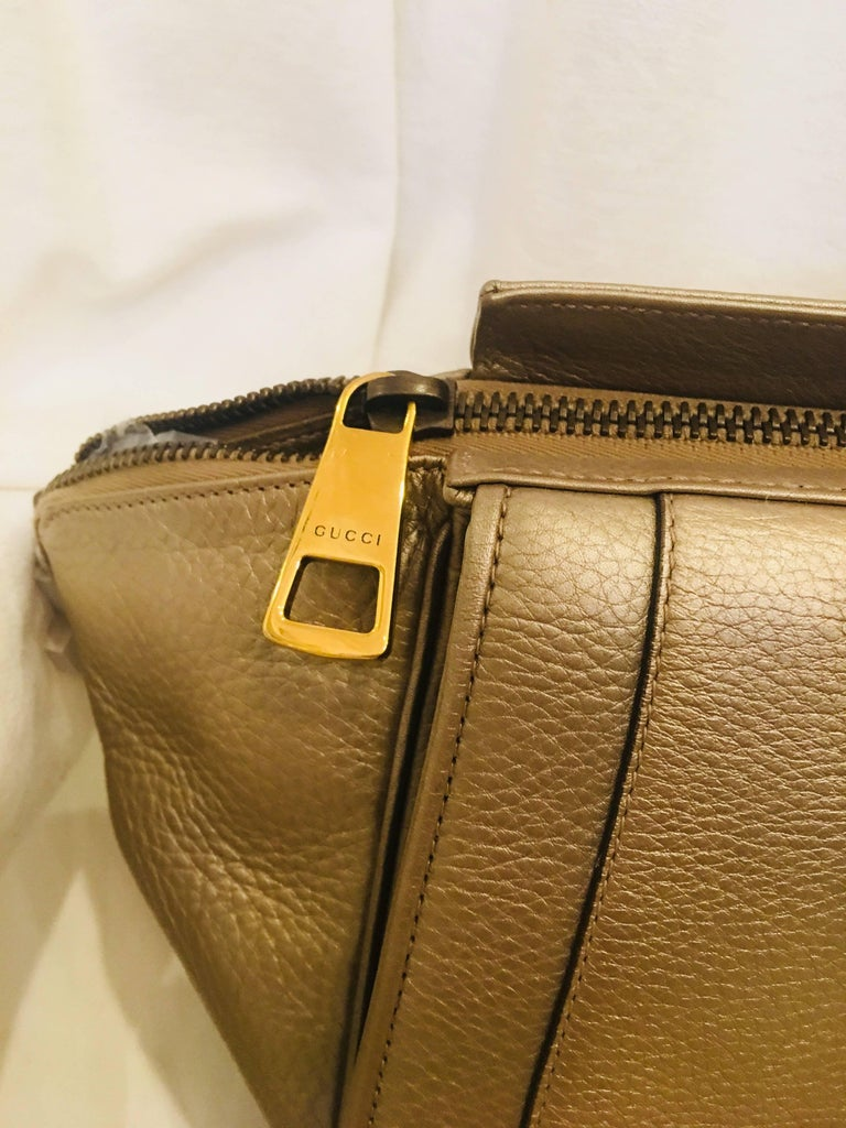 Gucci Leather Handbag In Excellent Condition For Sale In Southampton, NY