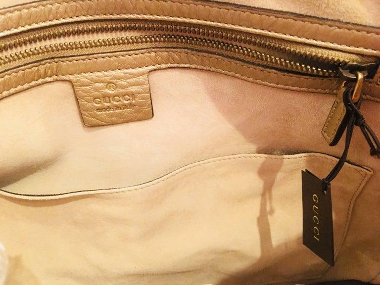 Women's or Men's Gucci Leather Handbag For Sale