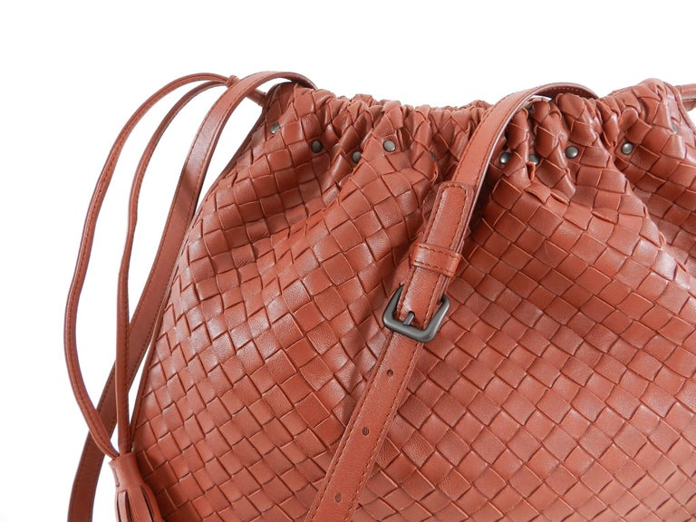 d52aa17b40 Bottega Veneta Brick Red Intrecciato leather Drawstring Bag at 1stdibs