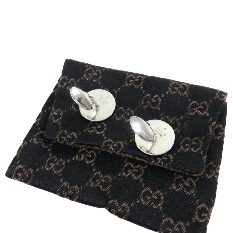 Gucci Sterling Silver Black Enamel Crest Cufflinks In Excellent Condition For Sale In Toronto, ON