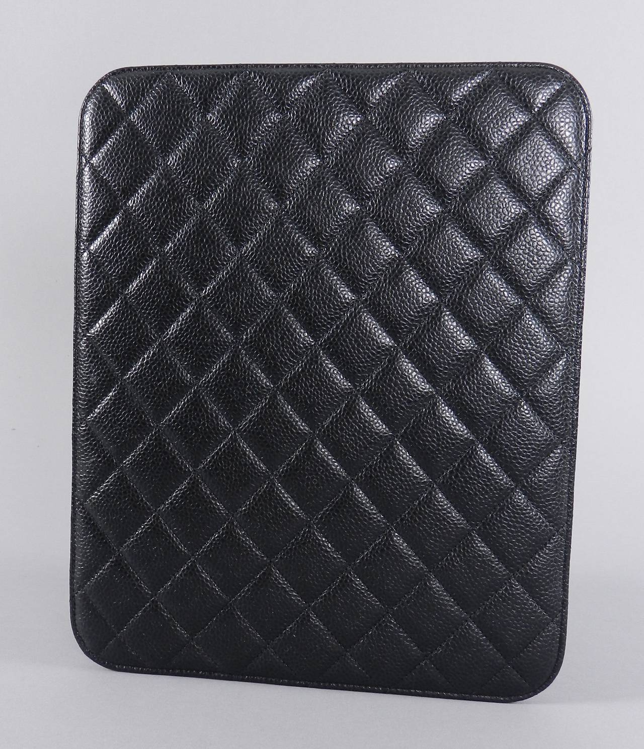 Chanel Black Caviar Ipad Case - Silvertone Hardware In Excellent Condition For Sale In Toronto, ON