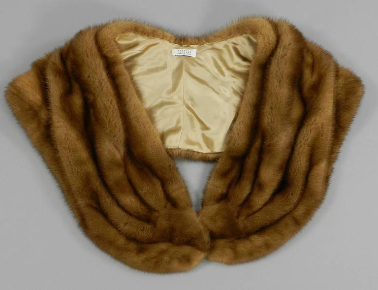 Barneys New York natural mink shawl / capelet. Excellent fur condition. Lined with silk satin. Made in Italy.  Shipping prices provided are for tracked Ground shipping to the US. Yes we ship to International, Canada, and can also quote for faster