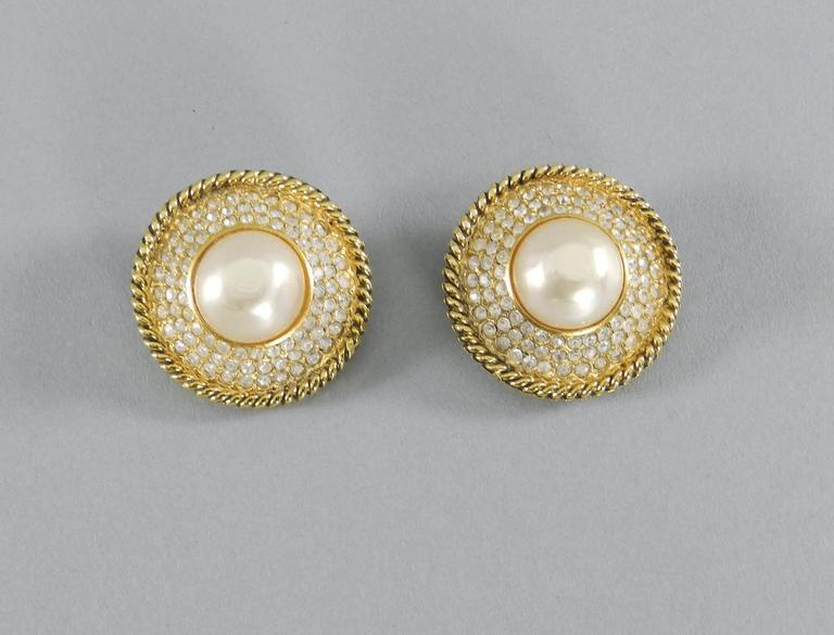 CHANEL vintage 1980's Pearl and Rhinestone button Clip on Earrings For Sale 1