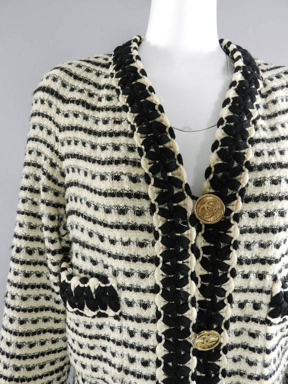 Chanel vintage 1980's Thick Tweed Ivory and Black CC logo Jacket 4