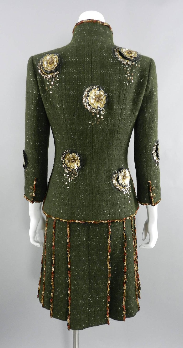 Chanel Pre-Fall 2010 Shanghai Runway Green skirt Suit with Gold Lesage Camelias For Sale 2