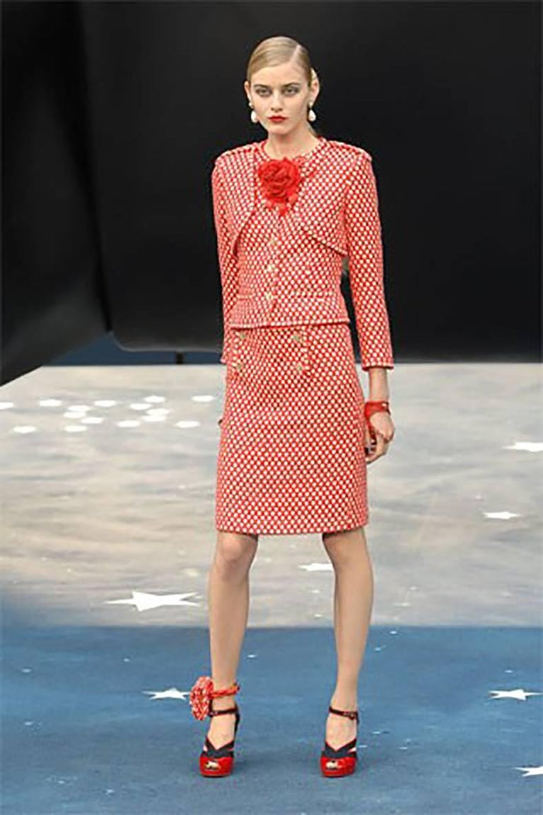 Chanel Spring 2008 navy and white lattice pattern mini skirt. The red version was shown on the runway. CC logo blue enamel buttons, centre back invisible zipper, fully lined.  Tagged size FR 36 but can fit FR 38 (USA 4 / 6).  Garment waist measures
